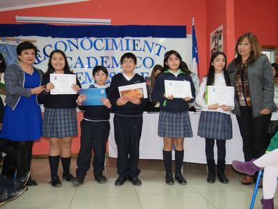 Más de 100 estudiantes fueron reconocidos al finalizar el 1er semestre